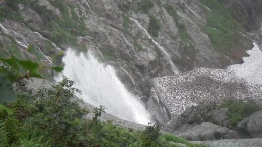 ガンガラシバナのスラブ滝が大ヒョングリ滝に