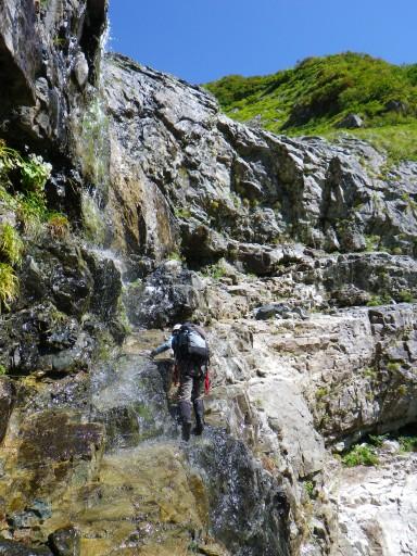 大滝はバンドを利用してZIGZAGに高度を上げる
