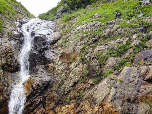 09 25m滝を右斜面から登る関口