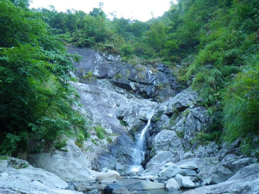 伏流から水流へ。最初から連瀑です