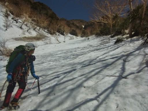 12:40 前明神沢と登山道との合流地点。