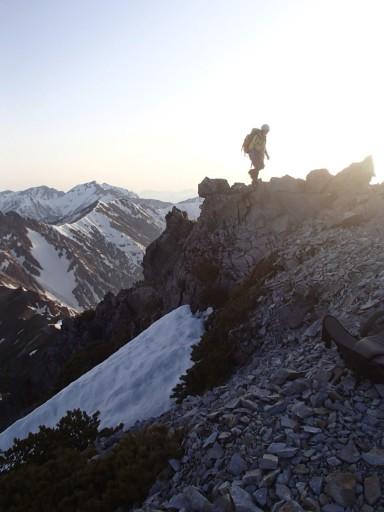 今回はアイゼンは雪よりも岩とヤブを踏んでいる時間のほうが長かったが…