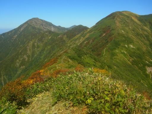 右が兎山、左奥が中ノ岳。